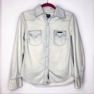 Lucky Brand light wash Denim Button Down Shirt 💙